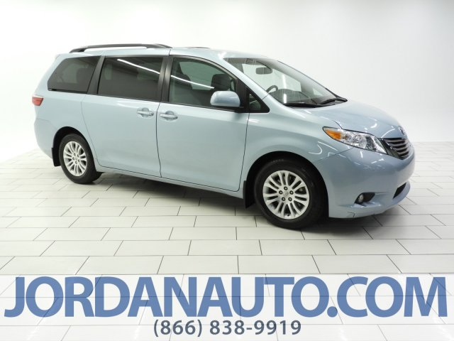 Pre-Owned 2016 Toyota Sienna